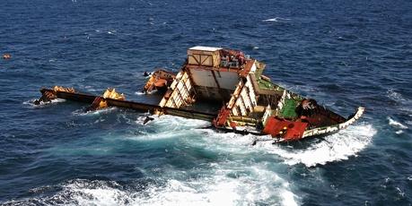 Rena wreck on Astrolabe reef
