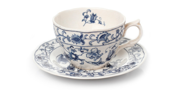 Bleach and water will make an old cup look like new. Photo/Thinkstock