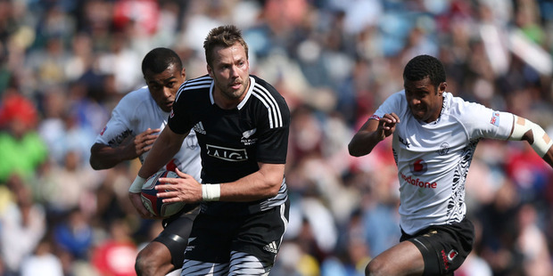 Tim Mikkelson of New Zealand makes a break against Fiji during the Tokyo Sevens semifinals. Photo / Getty Images