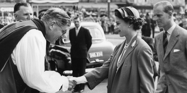 The Queen wearing the same piece of jewellery, which was presented to her by 'the women of Auckland' during the 1953-54 royal tour.