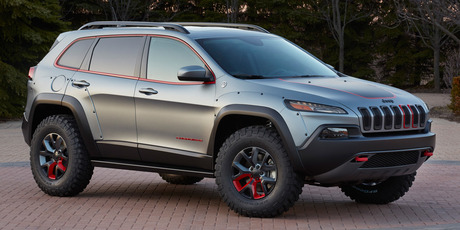 Based on the Trailhawk version of the Cherokee, the Dakar gets 17-inch polished satin wheels.