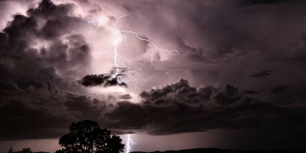 WGC 19May10 - HIGH POWER: One of the more than 120 lightning strikes that produced a spectacular scene over southern Whangarei on Monday night. PICTURE / APN NAD 19May10 - SUN 17Jul11 -