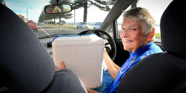 ON THE MENU: Constance Jessep loves delivering Meals on Wheels and always makes time for a chat. PHOTO/WARREN BUCKLAND HBT142108-01