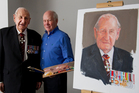 Former squadron leader Les Munro with Britian's Royal portrait painter, Richard Stone, in Tauranga. Photo / NZ Herald