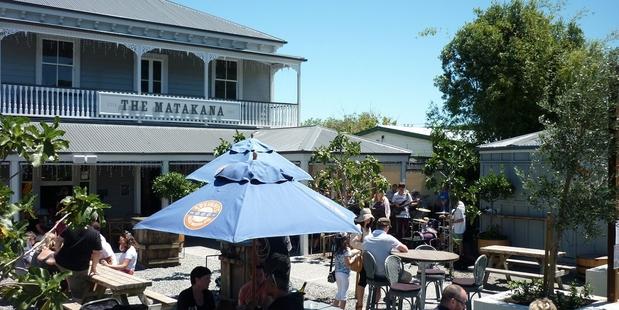Matakana's garden is spacious and comfortable.