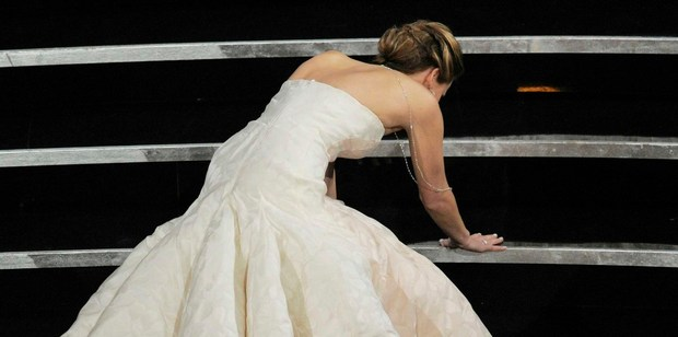 Jennifer Lawrence stumbles during the Oscars ceremony. Photo/AP