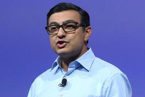 Google's Vic Gundotra demonstrates Google Glass. Photo / Getty Images