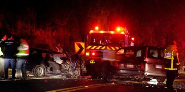 Emergency service personnel attend the scene of a head-on crash at the top of the Kaimai Ranges which left a 9-year-old girl dead. Photo / APN