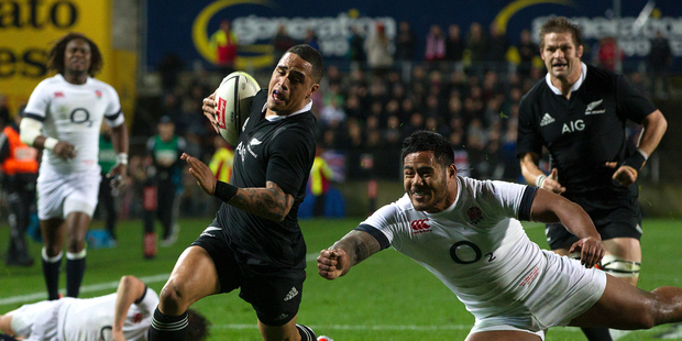 All Blacks player Aaron Smith breaks free from England players to score during the test match between the All Blacks and England played at Waikato Stadium in Hamilton tonight. Photo / Alan Gibson.