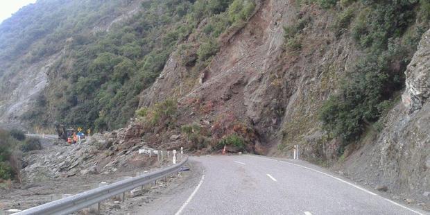 The rockfall will keep SH6 15km south of Makarora closed.