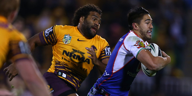 Shaun Johnson of the Warriors makes a break as Sam Thaiday of the Broncos chases during the round 15 NRL match. Photo / Getty Images.