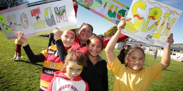TEAM SPIRIT: Aberfeldy School kids cheer on their teams. Clockwise from front, Trisha-Lee Ngatai-Andrews, Josie O'Hagan, Awerangi Te Weri, Krystal Hawira-Rapana and Moana Pauro. Photo/Bevan Conley