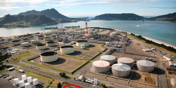 NATURAL GAS GUZZLER: The Marsden Point refinery has been chewing through cheap Taranaki gas.PHOTO/FILE