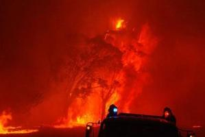 """A """"Black Saturday"""" wildfire threatens the township of Taggety in Victoria. Photo / Getty Images"""