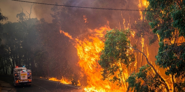 The toll from weekend fires in Western Australia near Perth has risen to 44 homes destroyed, large areas of bush incinerated, one man dead and two in hospital. Photo / AP