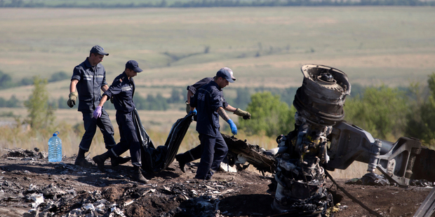 Loading Ukrainian Emergency workers at the crash site of Malaysia Airlines Flight 17 near the village of Hrabove, Donetsk region, eastern Ukraine. Photo / AP