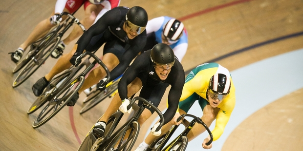 Sam Webster attacks during his silver medal ride in the keirin in Glasgow. Photo / Greg Bowker