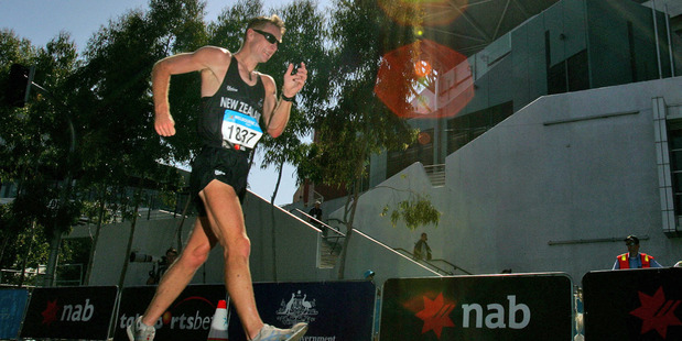 Craig Barrett, in action in the Men's 50km Walk, during the 2006 Melbourne XVII Commonwealth Games. Photo / Brett Phibbs