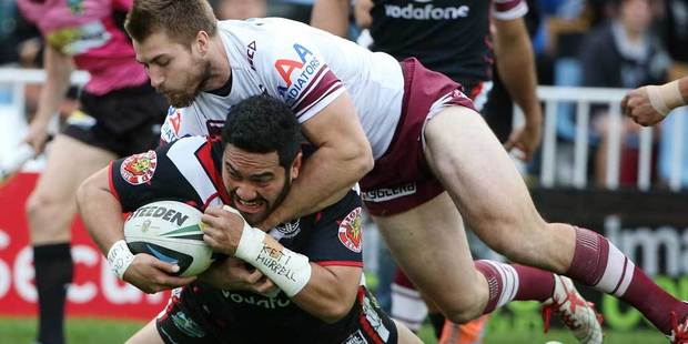 Konrad Hurrell scores a try for the Warriors tackled by Manly's Kieran Foran during the round 20 NRL match between the New Zealand Warriors and the Manly Sea Eagles. Photo / Getty Images.