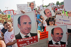 Market Basket supermarket employees and supporters hold a rally on Friday, July 25, 2014 in Massachusetts, to back ousted former CEO Arthur T. Demoulas. Photo / AP