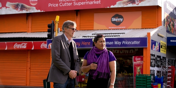 Southern Cross School head Robin Staples (left) and Lydia Sosene oppose the liquor store. Photo / Dean Purcell