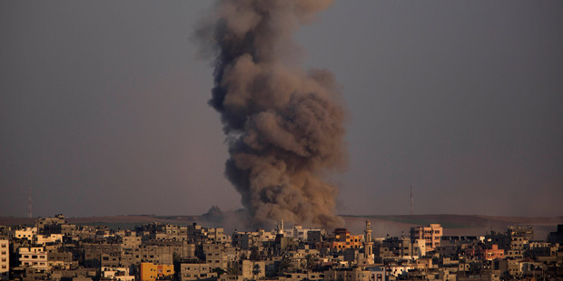 In its fourth week, the Gaza war has left more than 1800 Palestinians and more than 60 Israelis dead. Photo / AP