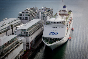 P&O's Pacific Pearl is docked alongside Princes Wharf in Auckland. Photo / Sarah Ivey