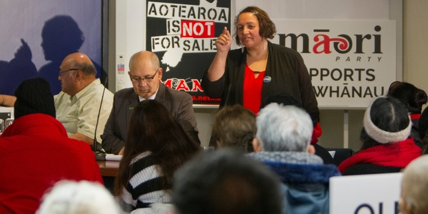 DDEBATE: Maori Party candidate Marama Fox (right) and Green Party candidate Henare Kani in action at the candidates' debate last night. PHOTO/GLENN TAYLOR HBT14314214