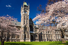 The University of Otago has discouraged its students from using the lecture notes service.