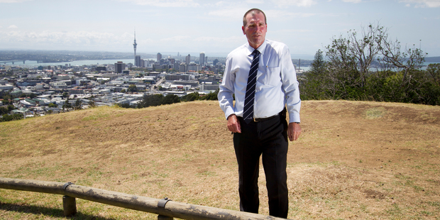 Detective Inspector Scott Beard talks with media on top of Mt Eden at the scene where tourists were held up at gunpoint. File photo / Greg Bowker