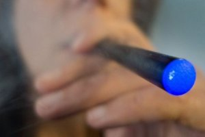 The number of US youths who tried e-cigarettes tripled between 2011 and 2013. Photo / AFP