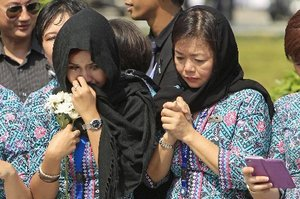 Malaysia Airlines crew members mourn the arrival of MH17 victims at Kuala Lumpur Airport. Photo / AP
