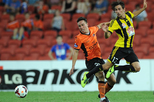 Devante Clut of the Roar competes for the ball with Albert Riera of the Phoenix. Photo / Getty Images