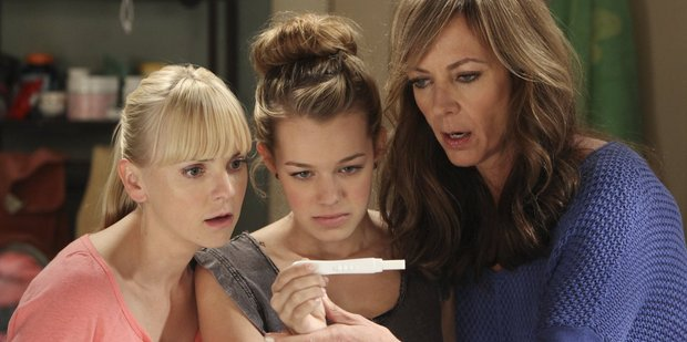 Anna Faris, Sadie Calvano and Allison Janney from Mom, one of TV2's new season comedy shows.