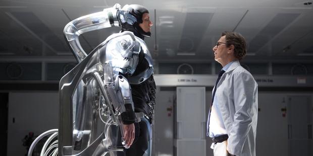 Alex Murphy (Joel Kinnaman) wakes up to find his doctor (Gary Oldman) has some bad news.