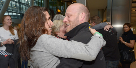 Ben Saunders and girlfriend Liz Dimmock embrace as Ben and Tarka are reunited with friends and family at Heathrow airport. Photo / AP