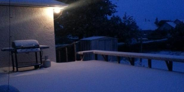 Phil Lemin sent this photo of snowing falling in Dunedin this morning to WeatherWatch.co.nz.