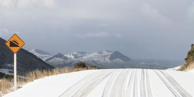 Loading The Owaka Valley Rd covered in snow. Photo / Hamish MacLean, ODT