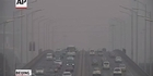 Raw: Smog smothers Beijing, prompting red alert