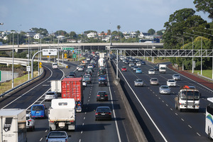 Delays for Auckland traffic on the Northern Motorway. Photo / Chris Loufte
