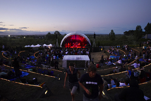 An audience of 800 were treated to a fabulous evening of music and song at Piano in the Vines.
