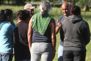 Inspector Warwick Morehu speaks with family members of the arrested man yesterday. Photo / Ben Fraser