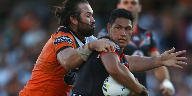 New Warriors fullback Roger Tuivasa-Sheck struggled to get into the first half against Wests Tigers. Photo/Getty.