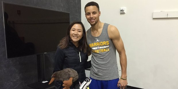 """So cool to meet you @StephenCurry30 - I'll give you a couple shots a side when we tee it up!!"" tweeted Lydia Ko after meeting the reigning NBA Most Valuable Player. Photo / Twitter / @LydiaKo"