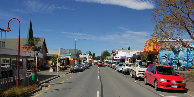 The main drag in Takaka was too much of a drag for this Brit
