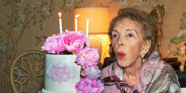 Celebrities and politicians have taken to Twitter to share their memories of former first lady Nancy Reagan.
