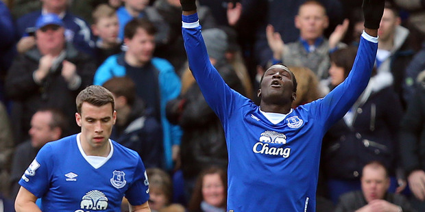 Everton's Romelu Lukaku, right, celebrates scoring the first goal of the game, during the Englsih Premier League soccer match between Everton and West Ham. Photo / AP.