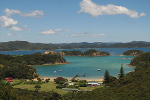The fire started at Cable Bay on Urupukapuka Island, a short walk from Otehei Bay (pictured). PHOTO / PETER DE GRAAF