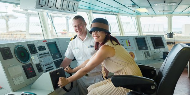 Eva with the HMNZS Wellington's second in charge.