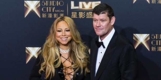 Singer Mariah Carey will reportedly wed fiance James Packer in the Caribbean this northern summer.